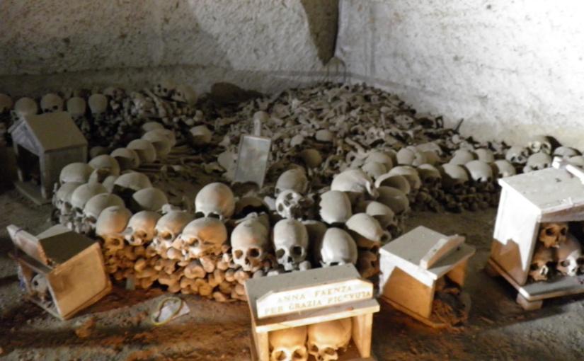 Il Culto dei Morti a Napoli: Anime Pezzentelle eLeggende